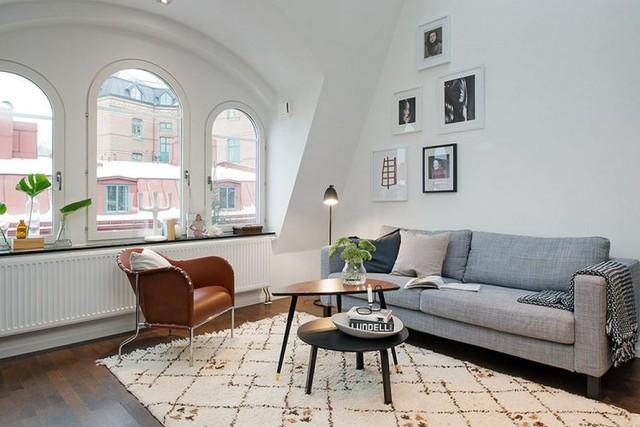 Không gian phòng khách được bài trí đơn giản nhưng vô cùng thoáng sáng và rộng rãi.