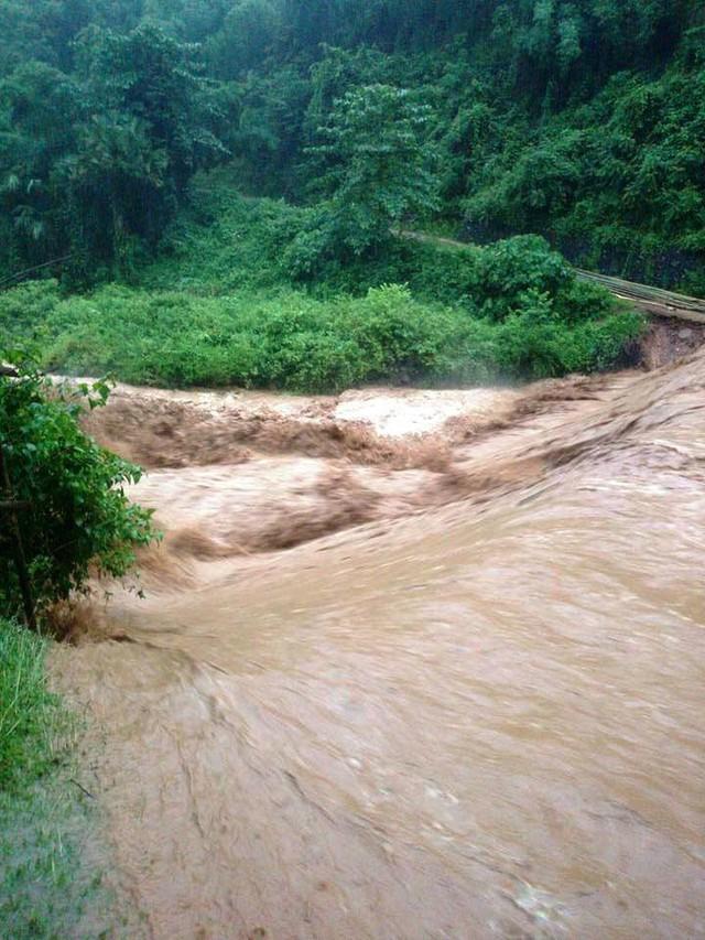 Nước sông, suối tại huyện Thường Xuân dâng cao