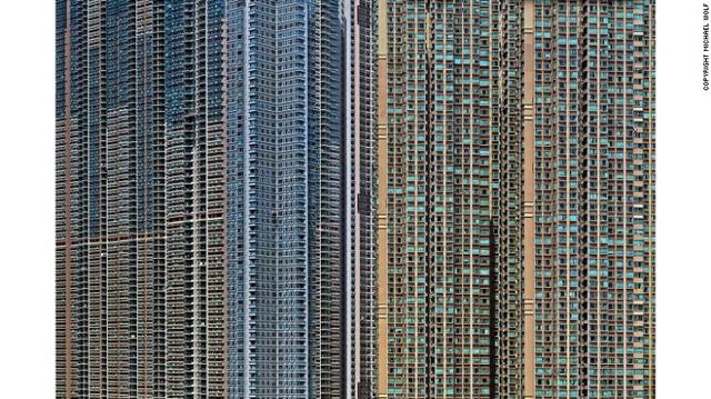 Khi chụp gần, những tòa nhà ở Hồng Kông trông chẳng khác gì bảng vi mạch điện tử