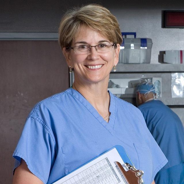 Chuyên gia Ngoại khoa Barbara Bergin cũng coi Kim kê độc lập là động tác lý tưởng để rèn luyện xương cốt. (Ảnh: Internet).