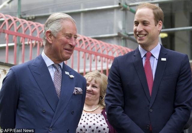 Vì sự an toàn, 2 người thừa kế của Hoàng gia không bao giờ được ngồi trên cùng 1 chuyến bay.