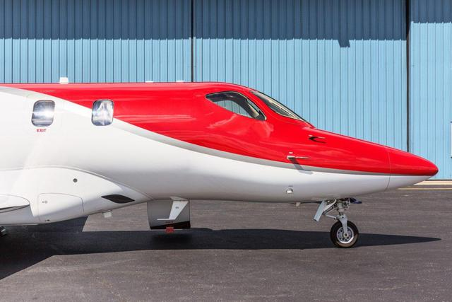 HondaJet sử dụng động cơ turbofan General Electric Honda HF120 có khả năng tạo lực đẩy lên tới 9.1kN.