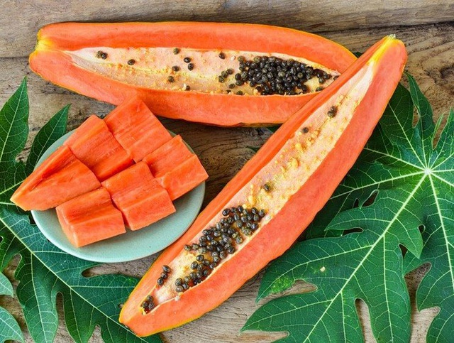 Đu đủ và dứa là những thực phẩm rất giàu enzym tiêu hóa.