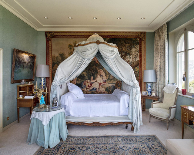 Phòng ngủ xa hoa. Ảnh: Ambroise Tezenas.