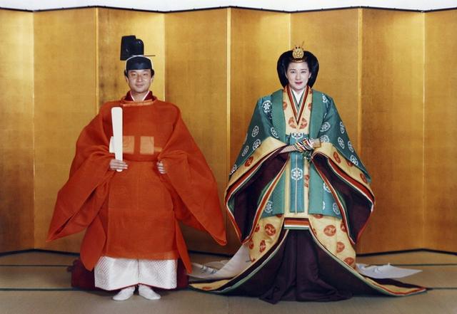 Thiên hoàng Akihito, kiêm giáo chủ Thần đạo Nhật Bản trong ngày cưới. (Nguồn: Mainichi)