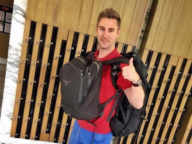 Hành lý của Ward rất gọn nhẹ.