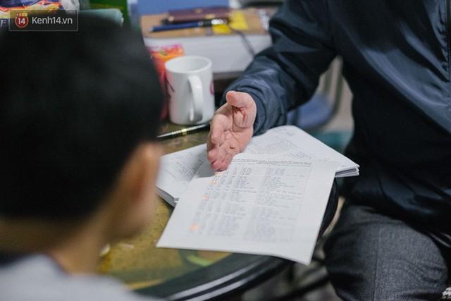 PGS.TS Bùi Hiền chỉ ra những điểm mà ông cho là bất hợp lý trong bảng chữ cái hiện nay.