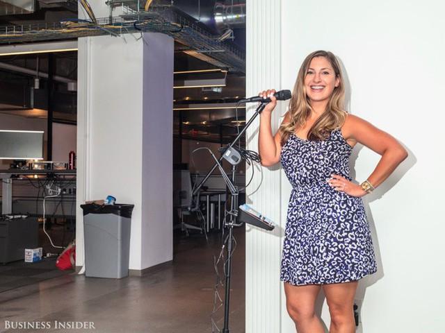 Ở LinkedIn, có đầy đủ mọi thứ kể trên như bàn bi lắc, bi-a và máy karaoke.