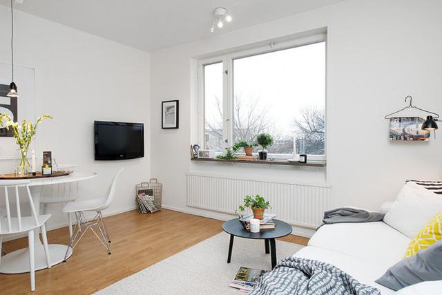 Phòng khách, khu vực bếp và bàn ăn được thiết kế chung một không gian mở rộng thoáng.