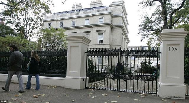 Căn nhà tọa lạc tại địa chỉ 15AKensington Palace Gardens, một trong những con phố có an ninh tốt nhất nước Anh.