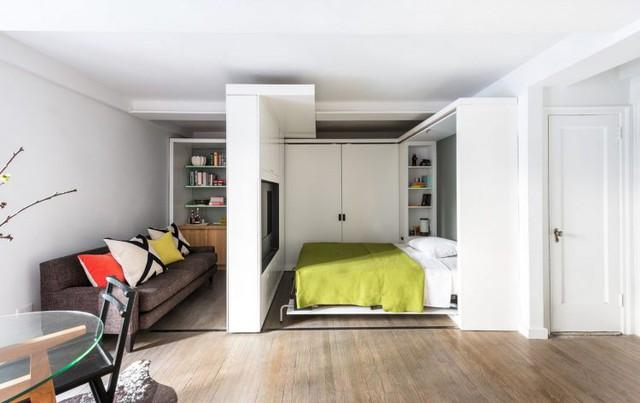 Và một phòng ngủ tuyệt đẹp với đầy đủ tiện nghi xuất hiện. Chiếc ti vi có thể xoay 360 độ giúp chủ nhà có thể xem bất kỳ lúc nào muốn.
