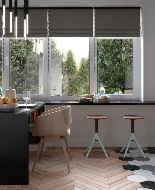 Tuy diện tích sử dụng không rộng rãi nhưng bếp nấu luôn là một phần không thể thiếu nên nơi đây được dành một vị trí thoáng sáng, tuyệt đẹp cạnh cửa sổ.