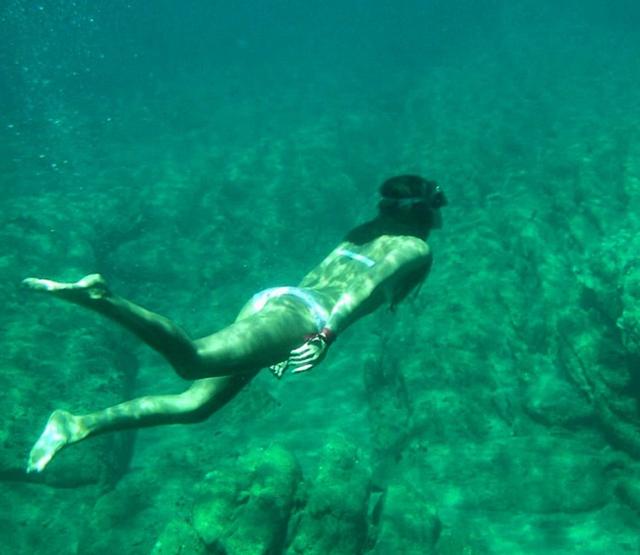 Lặn với ống thở ở Hy Lạp.
