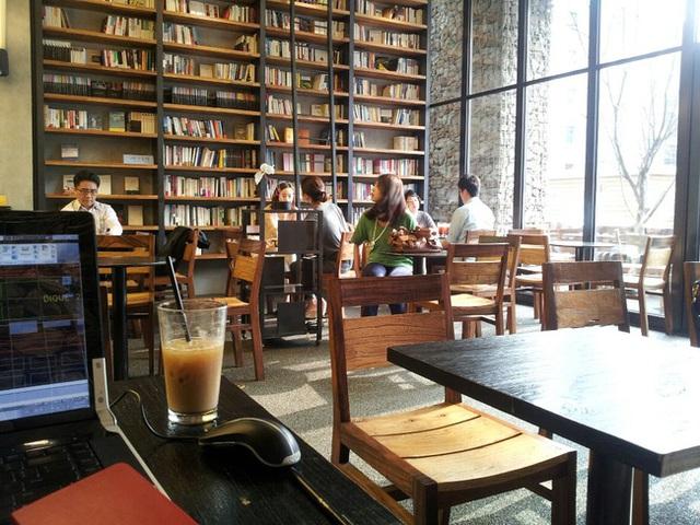 Vào mùa thi cử, các quán cà phê tại Hàn Quốc có thể rất đông học sinh, sinh viên.