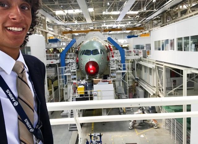 Hiện tại, anh làm việc với các nhà sản xuất để hoàn thành việc sản xuất và phân phối máy bay mới. Anh là một trong số hiếm hoi những người được thấy máy bay trước khi chúng rời nhà máy.