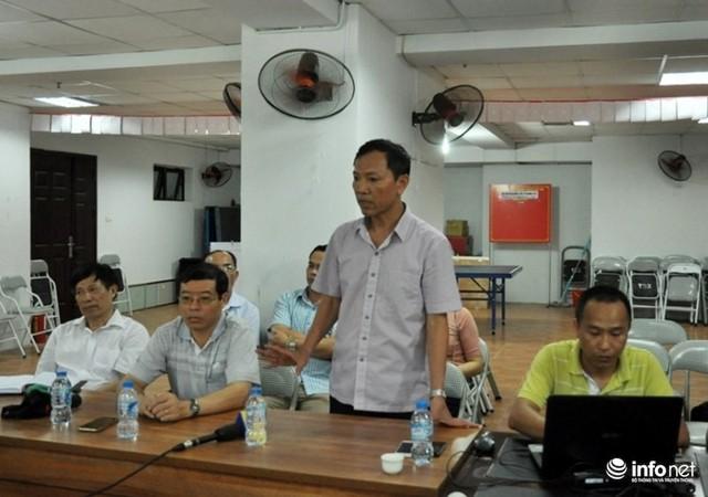 Ông Nguyễn Quốc Hợp, Giám đốc quản lý dự án nhà ở Mường Thanh cam kết sẽ cải tạo lại đường ống nước và điều xe téc cung cấp nước sạch cho người dân sử dụng trong thời gian sửa đường ống