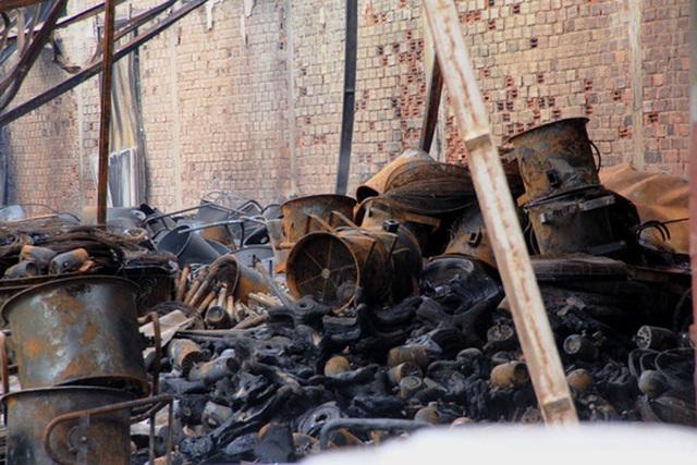 Cảnh tan hoang ở hiện trường đám cháy