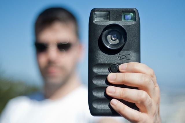 Dycam Model 1, chiếc máy ảnh kĩ thuật số đầu tiên được bán ra tại Mỹ vào năm 1990.