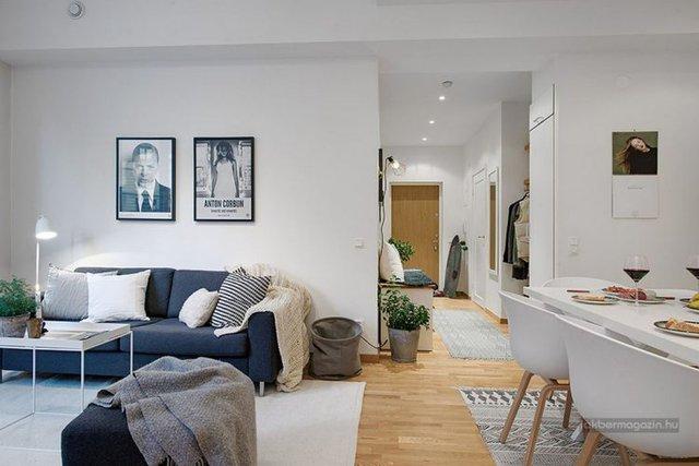 Không gian sinh hoạt chung bừng sáng với những bức tường được sơn trắng, lựa chọn nội thất sáng màu và một phần hỗ trợ không nhỏ của những ánh đèn nhân tạo.