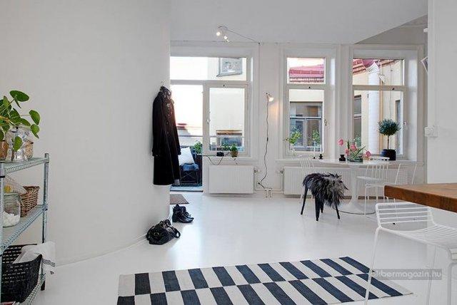 Nếu như màu trắng dễ làm cho thiết kế căn hộ trở nên lạnh thì những thiết kế nội thất lại làm cho căn phòng trở nên sinh động và độc đáo hơn.
