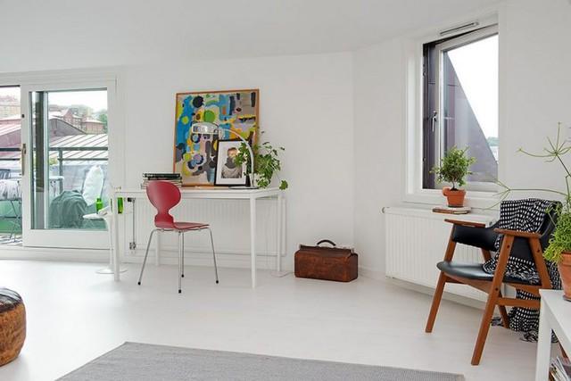 Tuy nhiên, trong căn hộ nhỏ này, màu trắng lại trở thành gam màu đặc biệt, giúp cho ngôi nhà đẹp hơn, xinh hơn và hiện đại hơn bao giờ hết nhờ những điểm nhấn vô cùng hút mắt ở từng góc nhỏ của ngôi nhà.