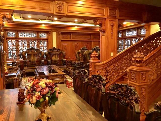 Những hình ảnh về căn biệt thự được rao bán 55 tỷ khiến nhiều người xuýt xoa khi toàn bộ nội thất được làm bằng đồ gỗ cao cấp.