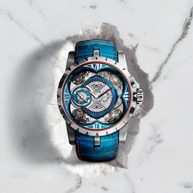 Roger Dubuis' Excalibur Quatuor Cobalt Micromelt® được làm từ sinh học 100, chống ăn mòn, bền và cực kì sáng bóng từ hợp kim cobalt-chrome.