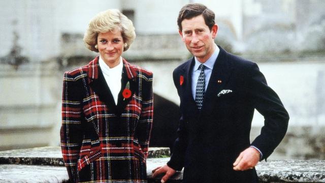 Thái tử Charles và Công nương Diana cũng tuân thủ quy tắc bất thành văn này.