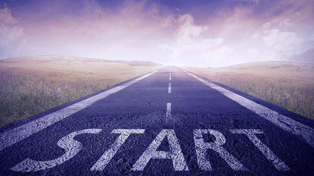 Hãy bắt đầu bước lên con đường của thành công bằng cách học hỏi từ những người đã có thành tựu - Ảnh minh họa.