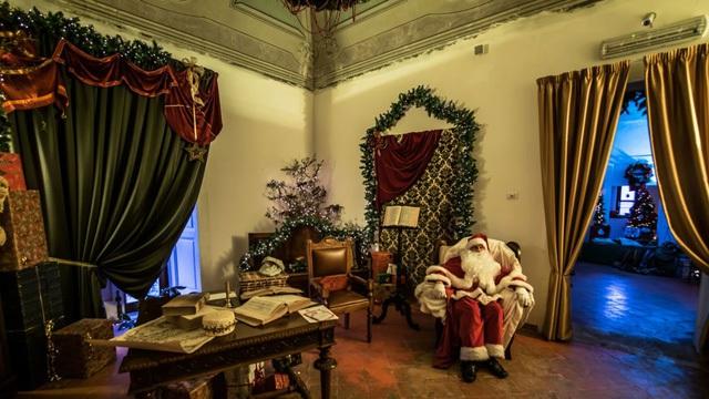 Nhà của ông già Noel từ năm 1600  là một điểm thu hút khách du lịch ở Candela. Gatta còn thuê diễn viên đóng vai ông già Noel và những chú lùn đến sống trong một tháng trước giáng sinh.