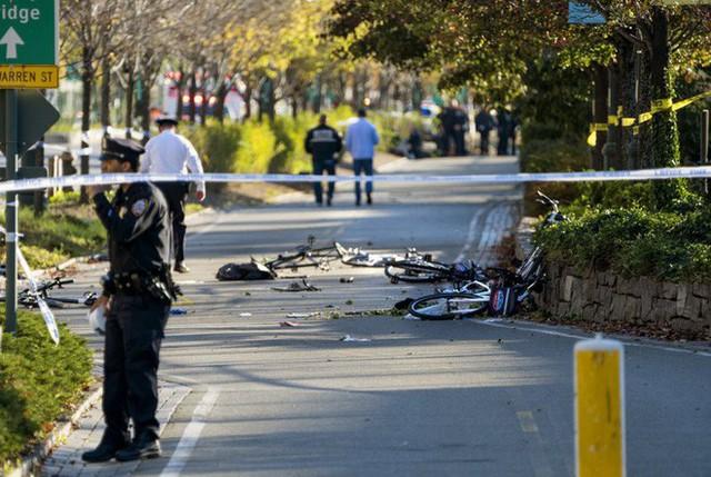 Những chiếc xe đạp bị đâm vỡ nát (Ảnh: AP)
