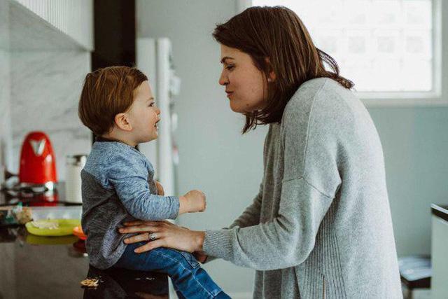 Cậu con trai Alfie 18 tháng tuổi không biết có trụ nổi đến ngày tự mình đọc thư của mẹ không?