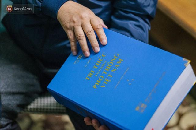 Ông là tác giả của nhiều công trình nghiên cứu khoa học về ngôn ngữ, một trong số đó là cuốn từ điển Bách khoa Phổ thông Việt Nam.