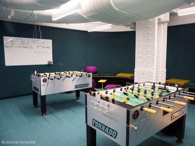 Nhân viên LinkedIn cũng có thể chơi game hoặc xem phim tại rạp phim ngay trong văn phòng.