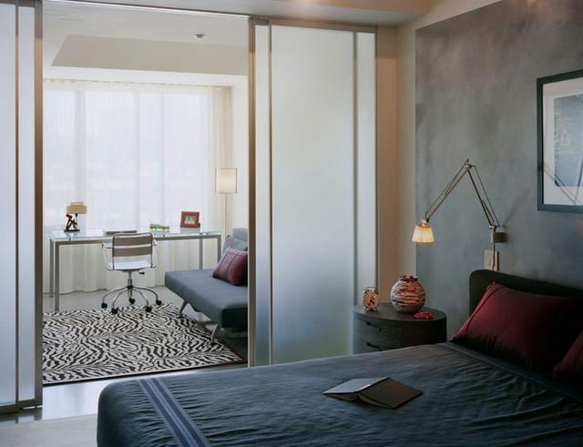 Loại cửa này thích hợp với mọi không gian. Khi đóng mở không ảnh hưởng đến không gian và diện tích sử dụng của căn phòng.