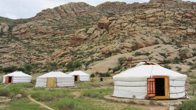 Những khu lều trại chẳng khác nào ở thảo nguyên Mông Cổ