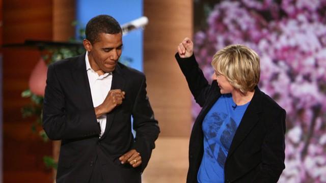 Barack Obama và Ellen DeGeneres cùng nhảy trong chương trình truyền hình Ellen năm 2007, khi ông lần đầu tiên tranh cử tổng thống. Ảnh: Warner Bros.
