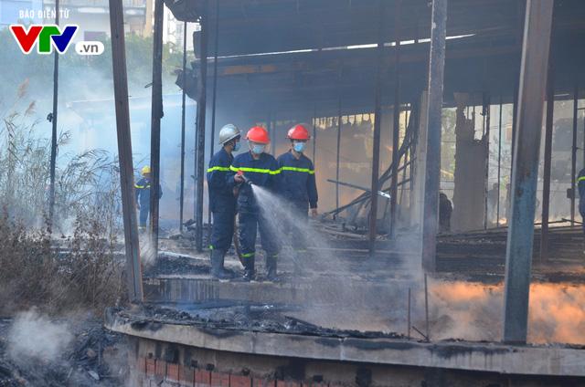 Vì khu vực này có nhiều vật liệu dễ cháy nên lửa đã thiêu rụi tất cả