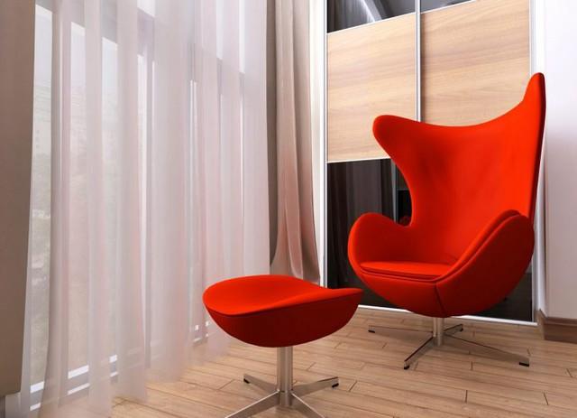Góc đẹp nhất, thoáng nhất cạnh cửa sổ được ưu tiên dành riêng làm không gian thư giãn với hai chiếc ghế mang màu sắc vô cùng nổi bật.