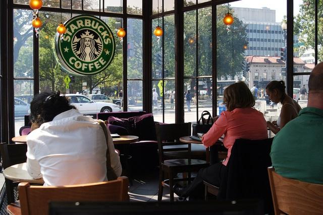 Với các tiệm Starbucks, bạn có thể hỏi xin Wifi sau khi hết thời lượng dùng. Tuy nhiên, nếu gọi thêm món đồ gì đó cũng là điều nên làm.