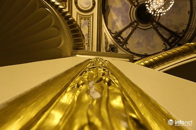 Nhà hát Lớn được thiết kế bởi 2 kiến trúc sư người Pháp là Broyer và V.Harley, sau đó có thêm sự tham gia của kiến trúc sư Francois Lagisquet.