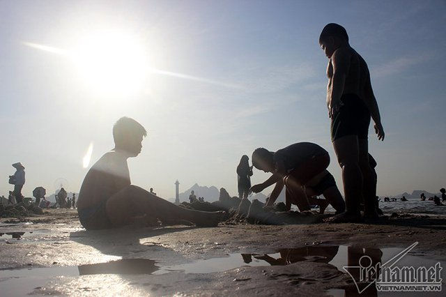 Hạ Long: Lao ra biển từ sáng sớm tránh nóng 40 độ - ảnh 9