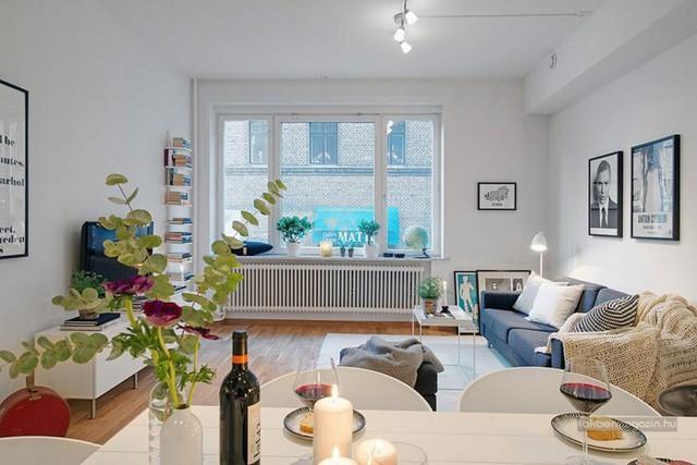 Góc đẹp nhất, thoáng sáng nhất được chủ nhà dành riêng để tiếp khách. Phòng khách được thiết kế với những đường nét đơn giản, lựa chọn những món đồ nội thất với tính ứng dụng cao.