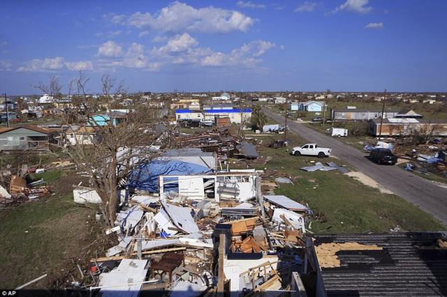 Đống đổ nát tan hoang sau cơn bão Harvey tại Copano Cove ở Rockport, Texas hôm thứ tư (30/8) vừa qua.