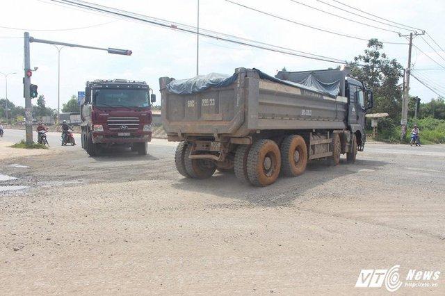Chỉ cần rẽ trái ở ngã ba Vũng Tàu, xe tải sẽ không cần mất phí.