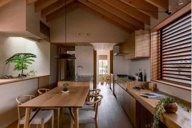 Khác với những ngôi nhà bình thường, chủ ngôi nhà này chọn phương án đưa không gian sinh hoạt chung lên tầng 2.