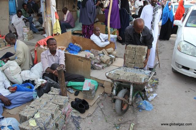 Đồng tiền Somaliland chẳng có mấy giá trị nên người dân chỉ muốn bán bớt để đổi lấy ngoại tệ.