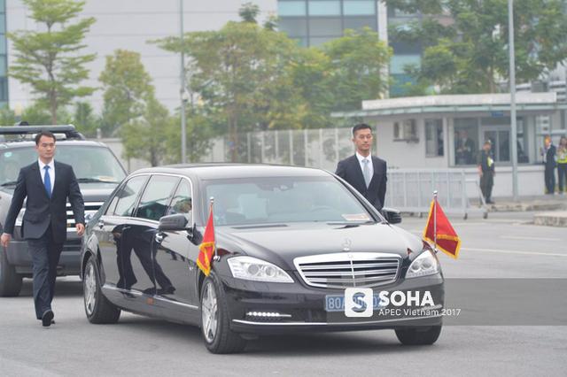 Mercedes-Benz S600 Pullman Guard cũng là dòng xe đang được Tổng thống Nga Vladimir Putin sử dụng làm xe chuyên dụng trong các chuyến công du. Tham dự Tuần lễ Cấp cao APEC tại Đà Nẵng hôm 10-11/11, ông Putin đã mang theo dàn siêu xe này.