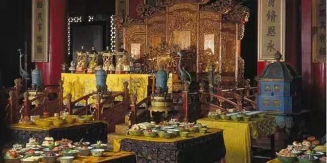 Một bữa ăn của Từ Hi Thái Hậu – Phục dựng tại Bảo tàng Cố cung.