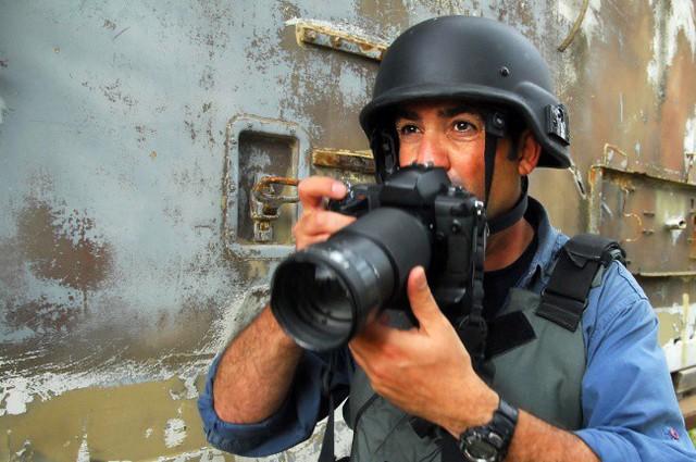 Cũng cầm súng ra trận nhưng bắn thì không chết ai, đó chính là những phóng viên chiến trường.